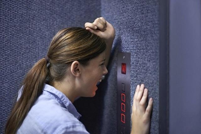 Phụ nữ cần trang bị kỹ năng gì nếu bị yêu râu xanh sàm sỡ trong thang máy? - 1