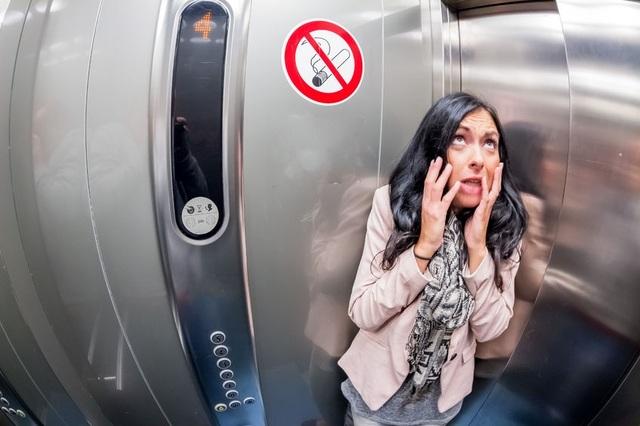 Phụ nữ cần trang bị kỹ năng gì nếu bị yêu râu xanh sàm sỡ trong thang máy? - 3