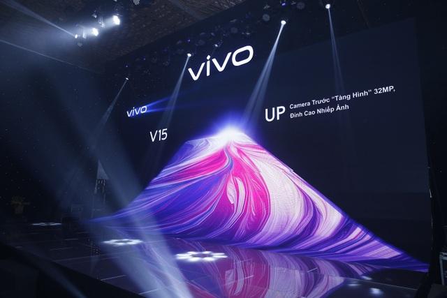 Quang Hải bất ngờ xuất hiện tại sự kiện ra mắt smartphone camera ẩn Vivo V15 - 1