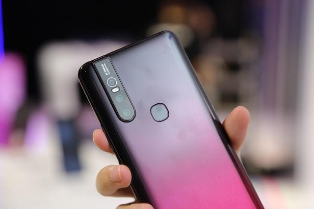 Quang Hải bất ngờ xuất hiện tại sự kiện ra mắt smartphone camera ẩn Vivo V15 - 3