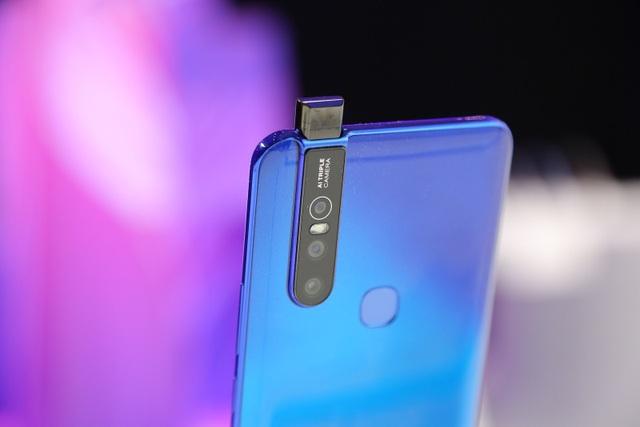 Quang Hải bất ngờ xuất hiện tại sự kiện ra mắt smartphone camera ẩn Vivo V15 - 4