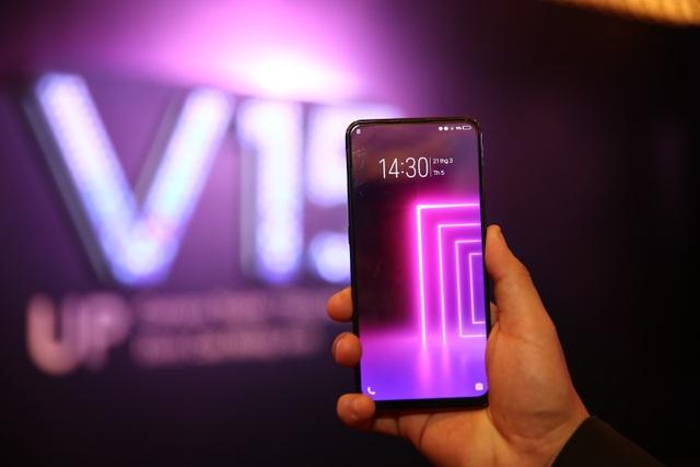 Quang Hải bất ngờ xuất hiện tại sự kiện ra mắt smartphone camera ẩn Vivo V15 - 5