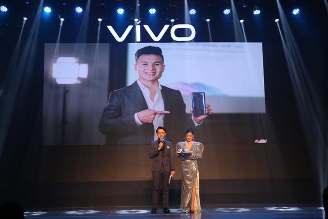Quang Hải bất ngờ xuất hiện tại sự kiện ra mắt smartphone camera ẩn Vivo V15 - 7