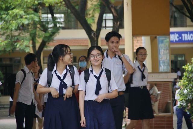 Nhiều trường vẫn băn khoăn về ngưỡng điểm xét tuyển ngành Sức khỏe - 2