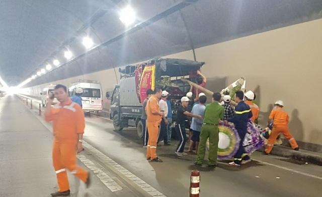 Xe tang bốc cháy trong hầm Hải Vân - 2