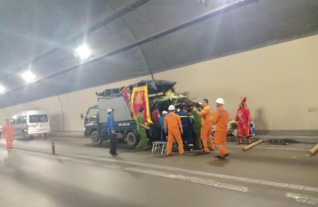 Xe tang bốc cháy trong hầm Hải Vân - 3