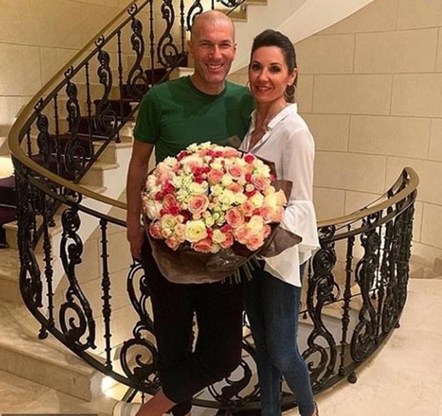 HLV Zidane hạnh phúc kỷ niệm đám cưới bạc cùng bà xã xinh đẹp - 1