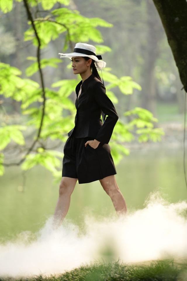 Chiêm ngưỡng lụa tơ tằm cao cấp đắt nhất Bảo Lộc biến hoá trong thời trang Thu - Đông - 5