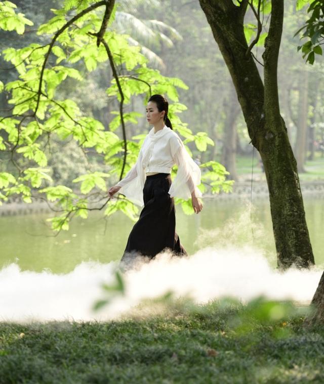 Chiêm ngưỡng lụa tơ tằm cao cấp đắt nhất Bảo Lộc biến hoá trong thời trang Thu - Đông - 10