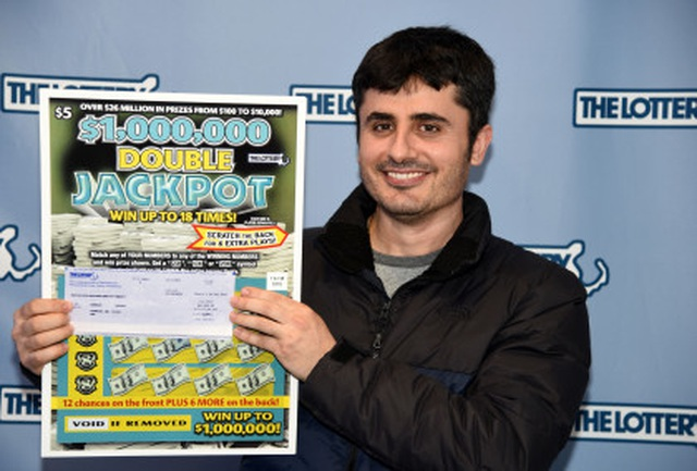 Gjergji Prifti đã giành được giải thưởng độc đắc trị giá hơn 23 tỷ đồng nhờ tấm vé số vợ anh mua tặng sinh nhật.