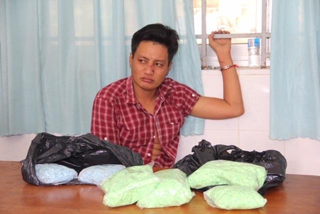 Bắt đối tượng đang vận chuyển 4,3kg ma túy từ Campuchia về Việt Nam - 1