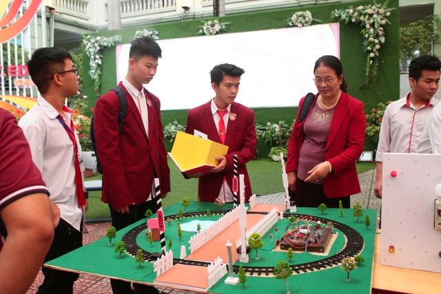 Sản phẩm bật, tắt điện bằng tiếng vỗ tay của học sinh được trường đầu tư trăm triệu đồng - 2