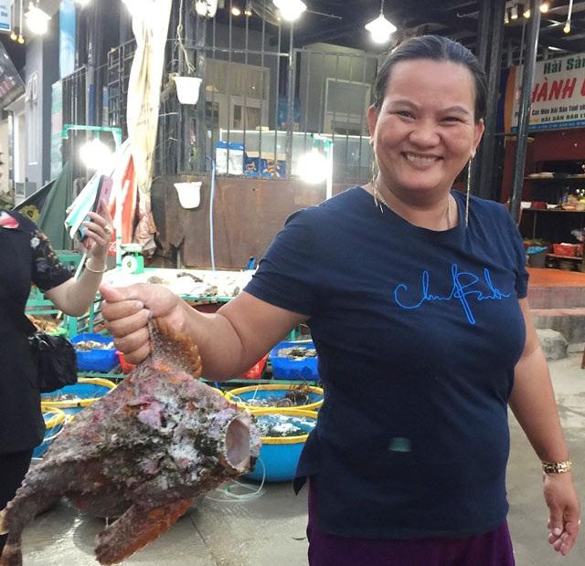 Quảng Ngãi: Hiếm thấy cá mặt quỷ khủng nặng hơn 3,5 kg như thế này - 3