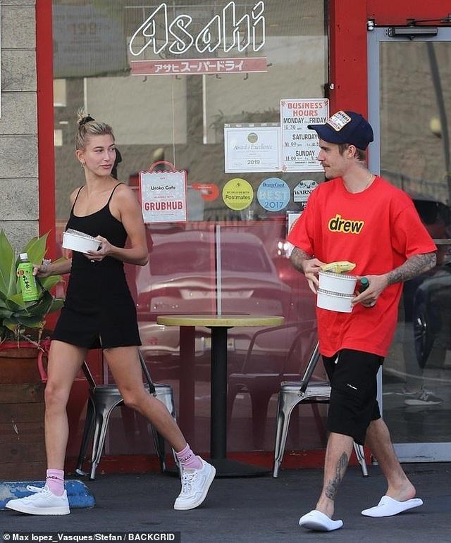 Vợ Justin Bieber khoe dáng siêu thon - 3