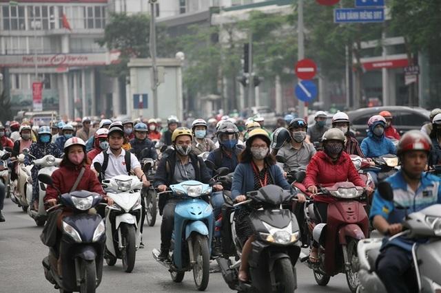 Giao thông căng như dây đàn trên 6 tuyến đường Hà Nội nghiên cứu cấm xe máy - 6
