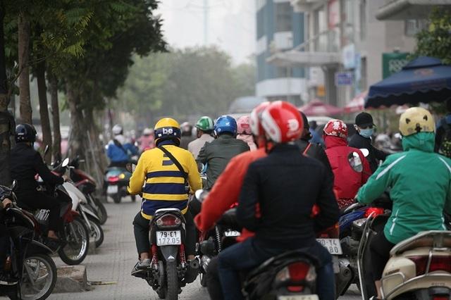 Giao thông căng như dây đàn trên 6 tuyến đường Hà Nội nghiên cứu cấm xe máy - 7