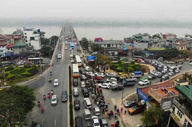 Giao thông căng như dây đàn trên 6 tuyến đường Hà Nội nghiên cứu cấm xe máy - 9