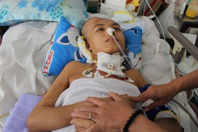 Mẹ xót xa khi 2 con trai đều bị tai nạn giao thông, một con đã mất, một con nguy kịch - 3