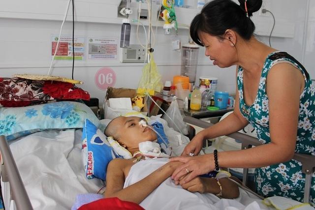 Mẹ xót xa khi 2 con trai đều bị tai nạn giao thông, một con đã mất, một con nguy kịch - 4