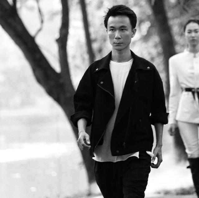 Chiêm ngưỡng lụa tơ tằm cao cấp đắt nhất Bảo Lộc biến hoá trong thời trang Thu - Đông - 1