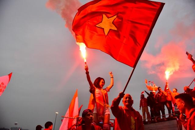 CĐV Hải Phòng cháy hết mình trước trận U23 Việt Nam gặp U23 Indonesia - 7