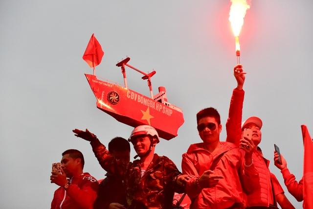 CĐV Hải Phòng cháy hết mình trước trận U23 Việt Nam gặp U23 Indonesia - 9