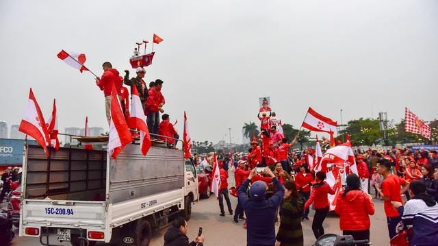 CĐV Hải Phòng cháy hết mình trước trận U23 Việt Nam gặp U23 Indonesia - 2