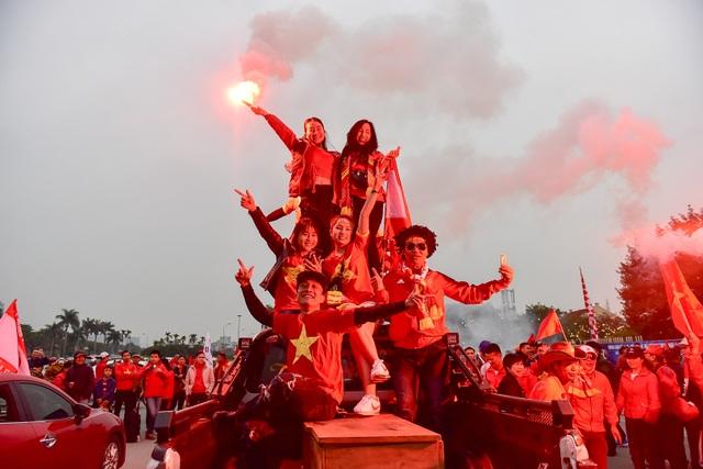 CĐV Hải Phòng cháy hết mình trước trận U23 Việt Nam gặp U23 Indonesia - 4