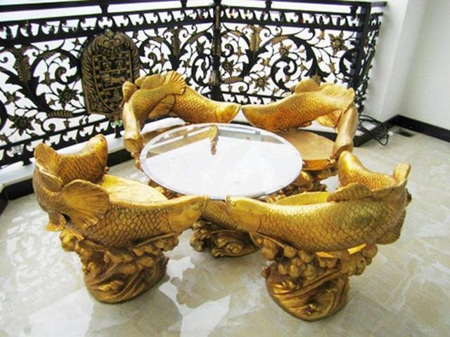 Choáng trước những siêu biệt thự dát vàng của giới nhà giàu Việt - 15