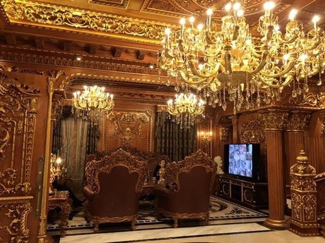Choáng trước những siêu biệt thự dát vàng của giới nhà giàu Việt - 4