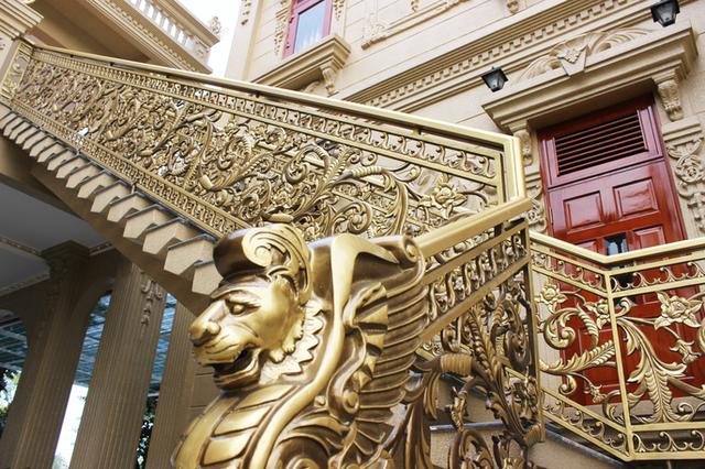 Choáng trước những siêu biệt thự dát vàng của giới nhà giàu Việt - 6