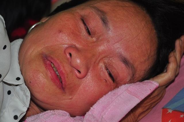 Mẹ nằm liệt giường khóc nghẹn thương con bị ung thư hạch không tiền đi viện - 5