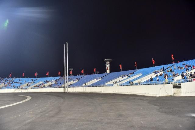 Sân Mỹ Đình còn nhiều ghế trống trong trận quyết định của U23 Việt Nam với Indonesia - 4