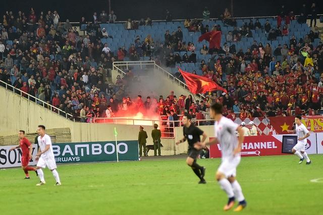 Sân Mỹ Đình còn nhiều ghế trống trong trận quyết định của U23 Việt Nam với Indonesia - 13