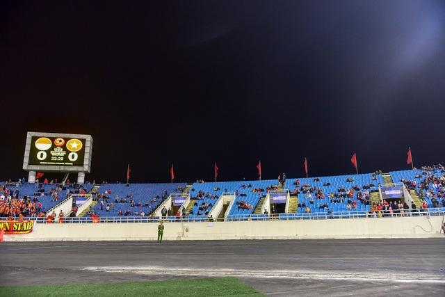 Sân Mỹ Đình còn nhiều ghế trống trong trận quyết định của U23 Việt Nam với Indonesia - 8
