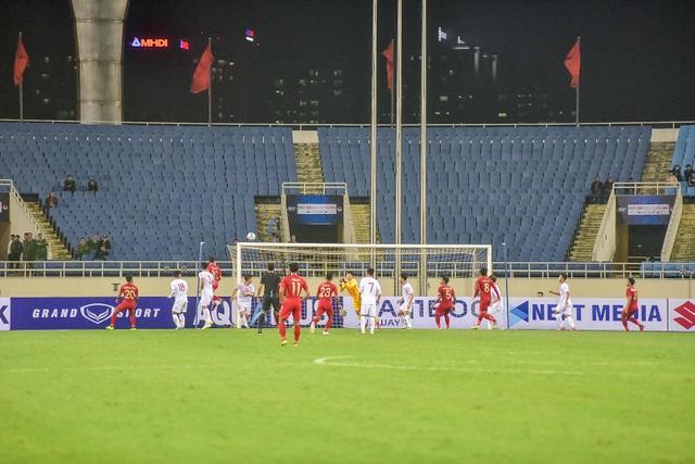 Sân Mỹ Đình còn nhiều ghế trống trong trận quyết định của U23 Việt Nam với Indonesia - 10