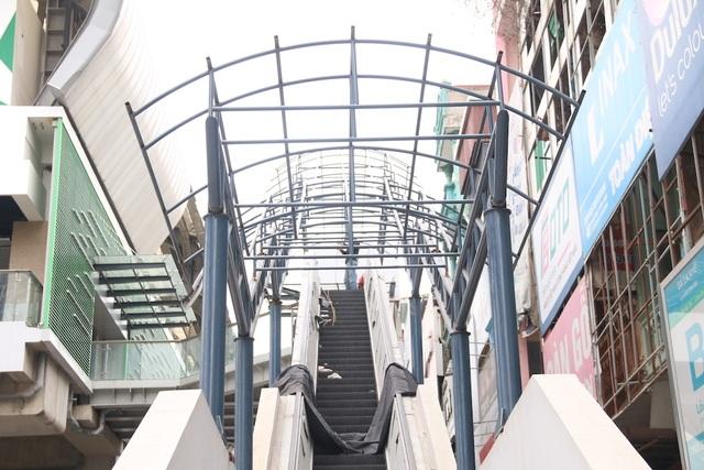Nhiều chi tiết nhà ga tàu điện Cát Linh - Hà Đông đã hư hỏng - 9