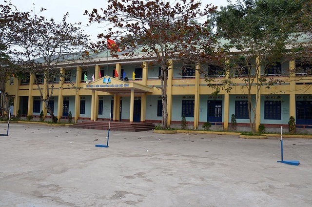 Phải chuyển sang học tại cơ sở khác, hơn 500 học sinh đồng loạt nghỉ học - 1