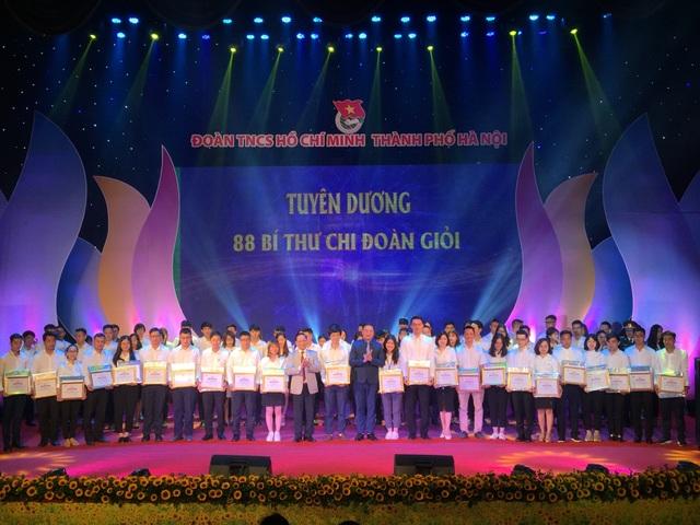 Thành đoàn Hà Nội tuyên dương 352 thanh niên tiên tiến làm theo lời Bác - 2