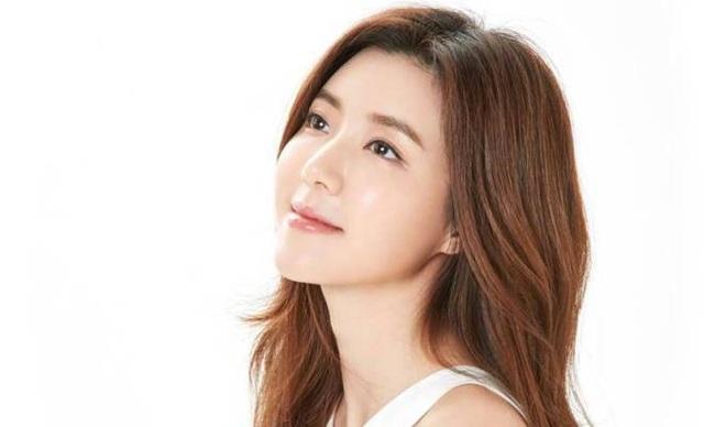 Mỹ nhân xinh đẹp bị dư luận chỉ trích và sảnh sát thẩm vấn vì liên quan tới scandal của Seungri - 2