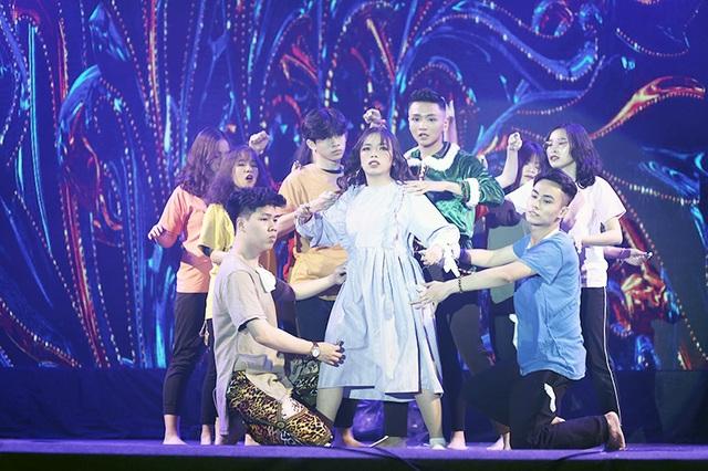 Tiền nhiều để làm gì... vào vũ khúc nóng bỏng của học sinh THPT Phan Đình Phùng - 12