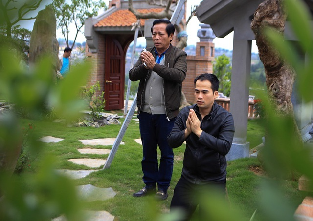 Người dân viếng mộ dịp Tết Thanh Minh - 1