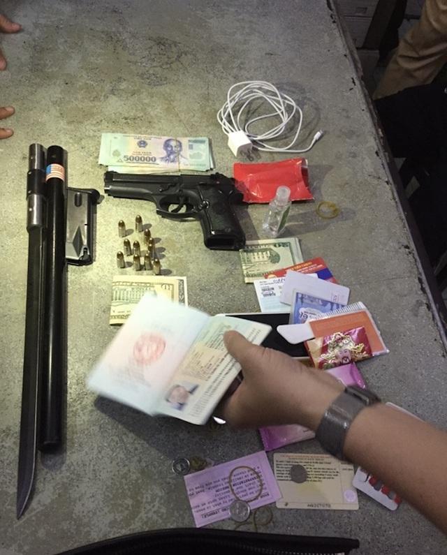 """Thanh niên gốc Hải Phòng mang súng đi dạo """"đụng"""" ngay tổ 363"""