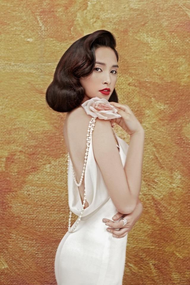Vẻ nóng bỏng lạ lẫm của Hoa hậu Tiểu Vy sau nửa năm đăng quang - 1