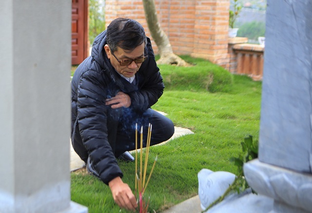 Người dân đi viếng mộ dịp Tết Thanh Minh - 6