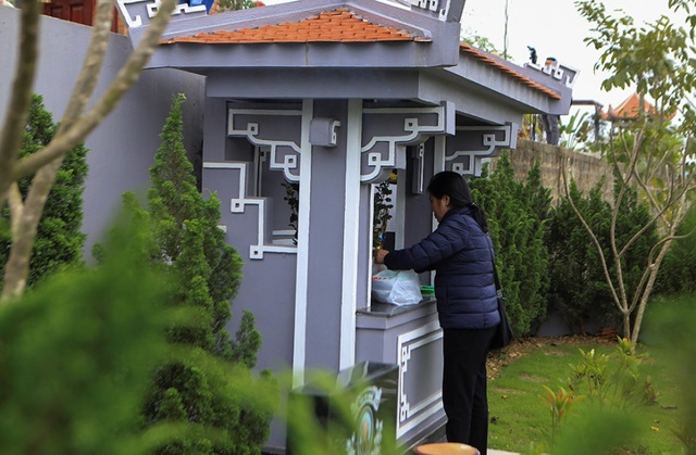 Người dân đi viếng mộ dịp Tết Thanh Minh - 7