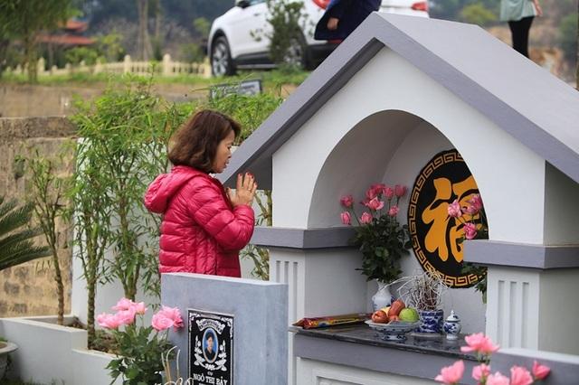 Người dân đi viếng mộ dịp Tết Thanh Minh - 9