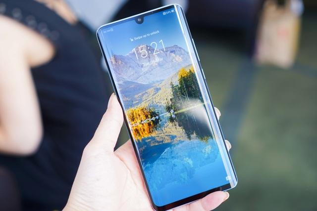 Cận cảnh Huawei P30 Pro có camera zoom 10x siêu khủng - 2