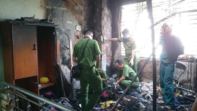 Cháy dữ dội, cửa hàng quần áo bị thiêu rụi - 3