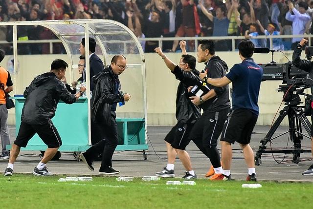 Những cảm xúc đặc biệt của HLV Park Hang Seo trong trận thắng đậm U23 Thái Lan - 6